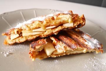 Tosti van suikerbrood met appel | Foodaholic.nl