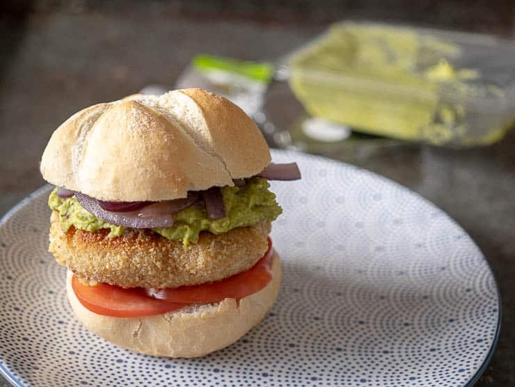 Broodje kaasburger met groentespread | Foodhaolic.nl