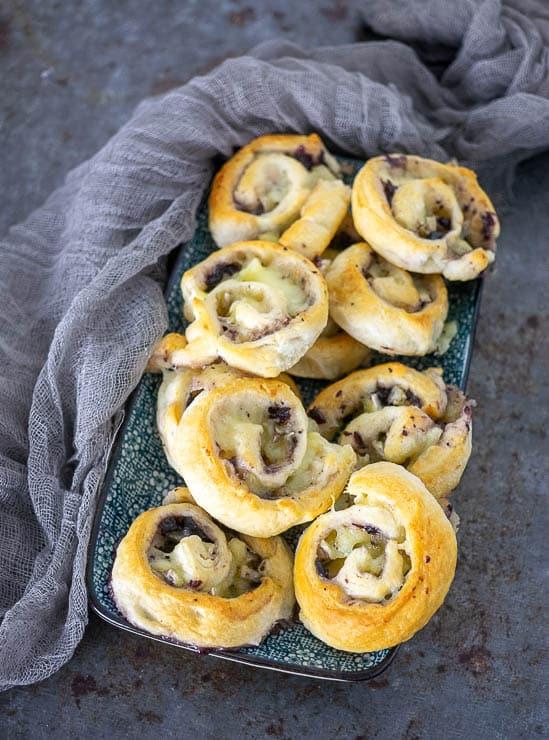 Croissantrolletjes met brie en cranberry | Foodaholic.nl