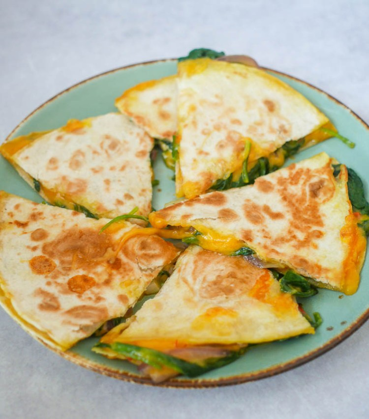 Quesadilla met cheddar en pittige spinazie   Foodaholic.nl