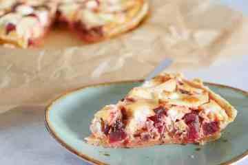 Quiche met bietjes, geitenkaas en appel | Foodaholic.nl