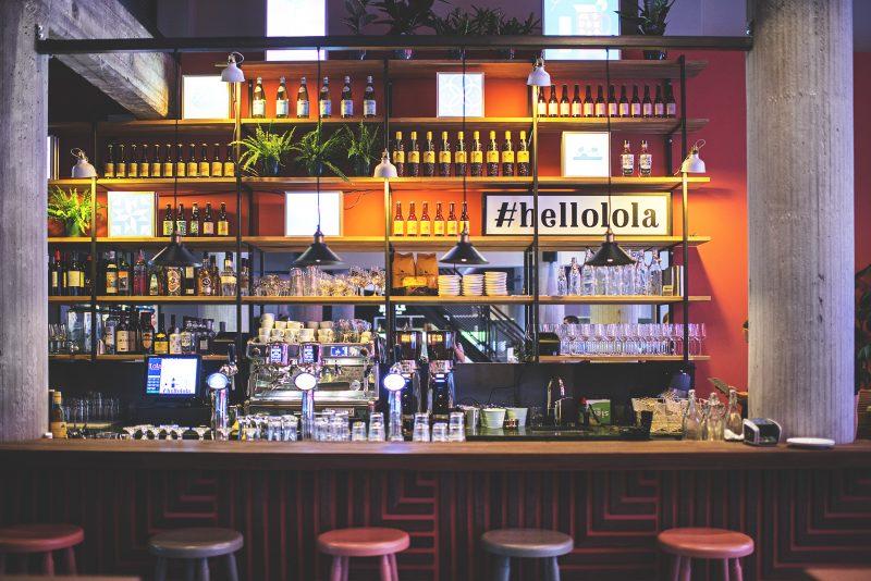 Bar van Lola