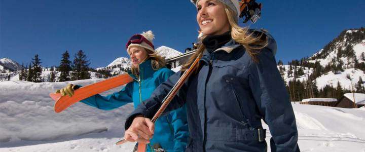 6 Skin Care Tips You Should Know Before You Go Skiing