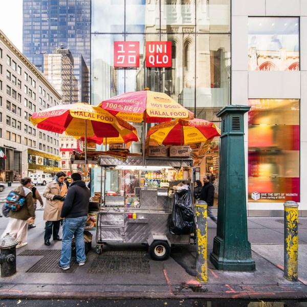"Imbisswagen ""Halal Food"" in Manhattan."