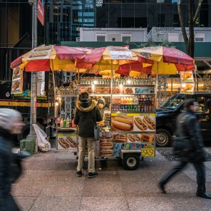 "Imbisswagen ""Hot Dogs"" in Manhattan."