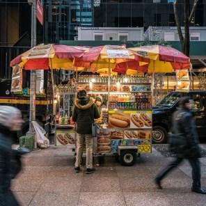 """Imbisswagen """"Hot Dogs"""" in Manhattan."""