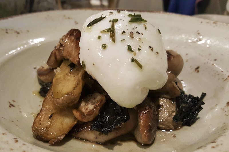 Poached egg, foie Mordisco