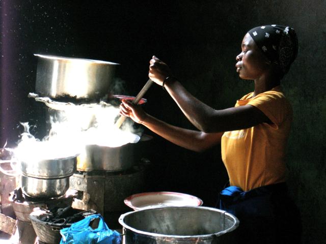 Mama_cooking_Ugali_in_Iringa,