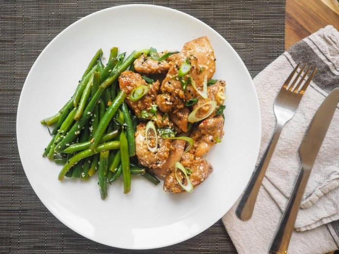 Asian chicken breast with sauteed green beans