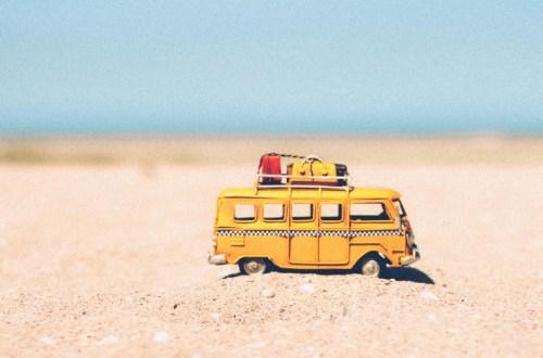 Due viaggiatrici che organizzano viaggi OTR