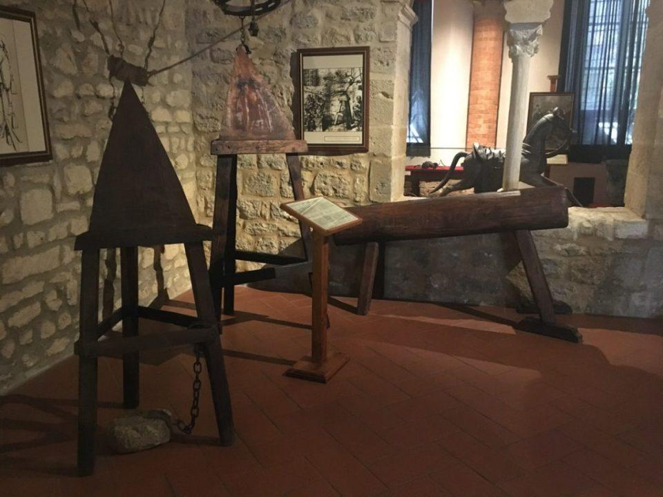strumenti di tortura - museo della tortura di volterra