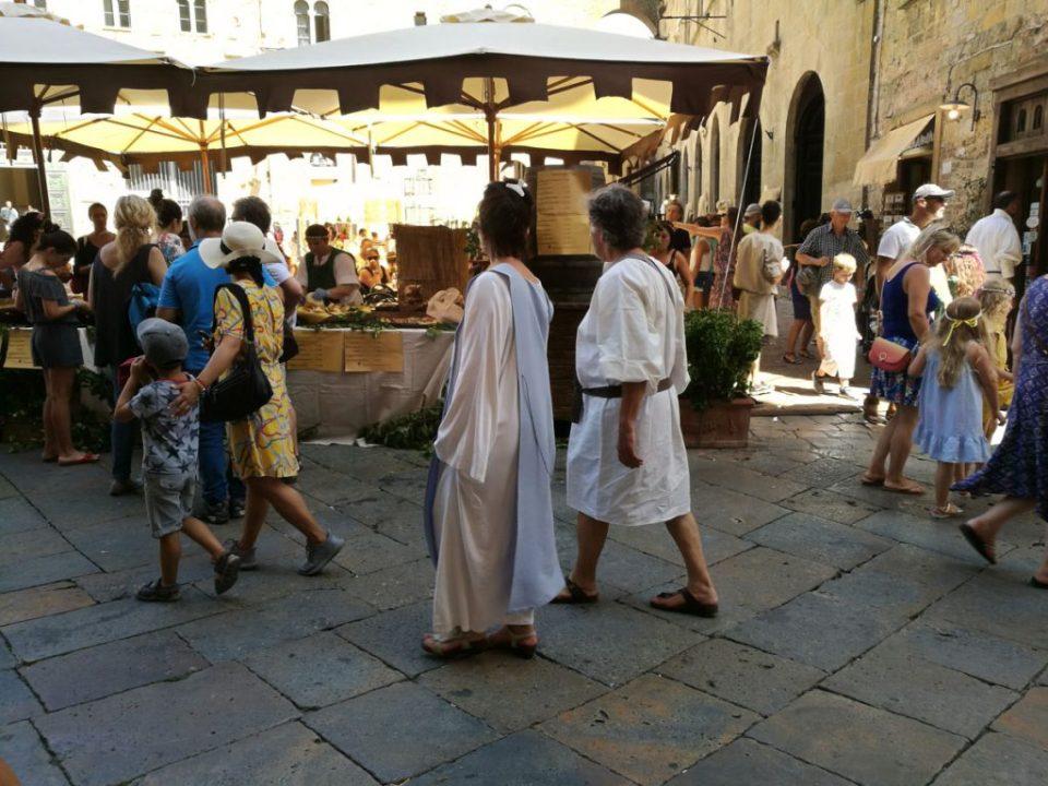 abiti medievali per tutti i volterrani