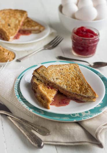 Skinny PB & J French Toast {Low Calorie, Low Fat, Whole Wheat + High Protein} -Food Faith Fitness