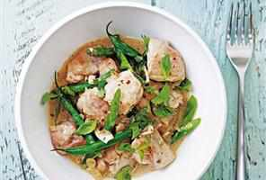 Thai green curry with chicken and green beans recipe