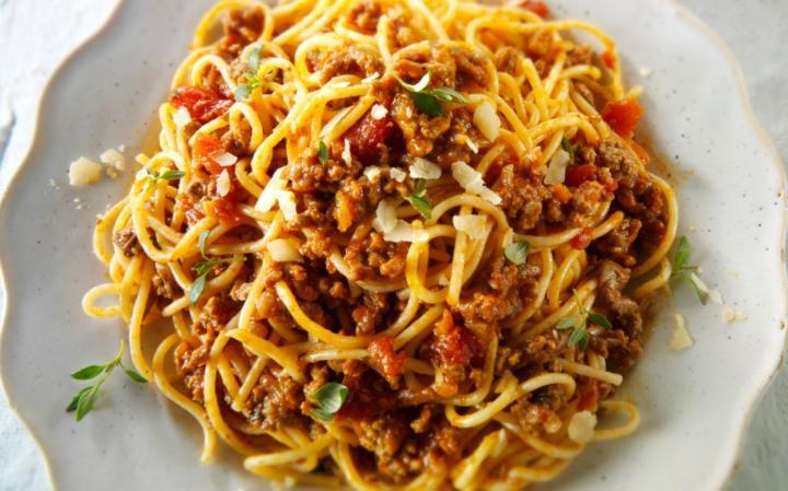 spaghetti-bolognese-large