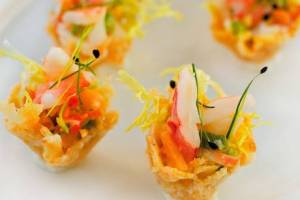 Prawns and peach salsa in Parmesan cups