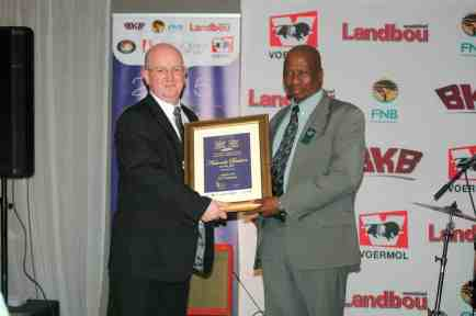 Kleinjan receiving South Africa's Cattle Farmer of the Year 2015 award.