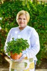 Algina Wholesale Nursery provides entrepreneurs with marketing skills as well as sales skills.