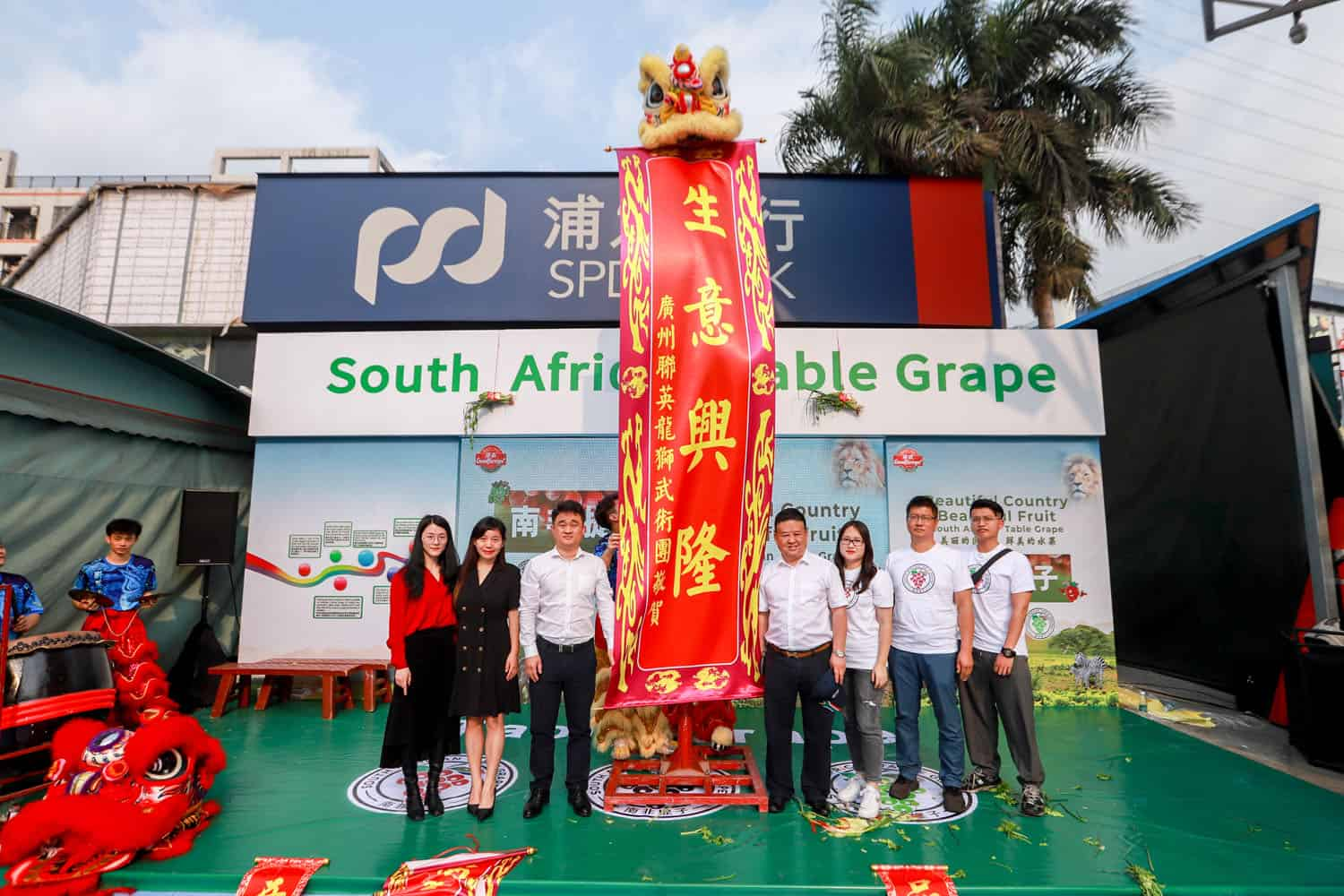 A Lion Awakening ceremony was held to celebrate ties between South Africa's table grape industry and the Chinese fruit industry. Photo: Supplied/Food For Mzansi
