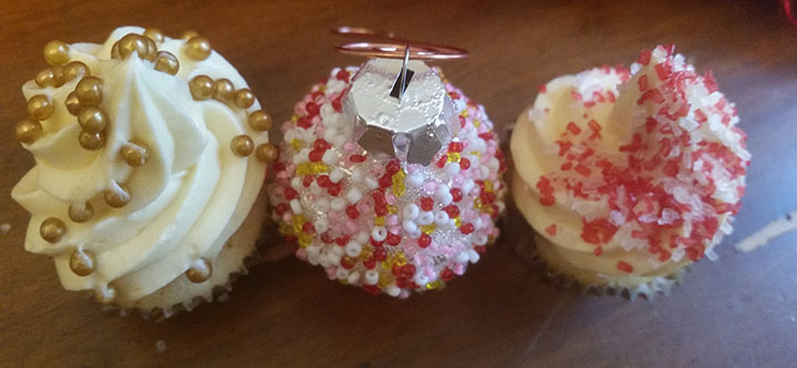 cupcakes-with-ornament