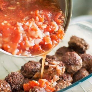 Jamie Oliver's Meatball-Tomatoes Cheesy Bake