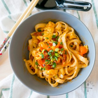 Easy Chinese Noodles with Cherry Tomatoes, Egg and Spring Onion (小番茄鸡蛋面)
