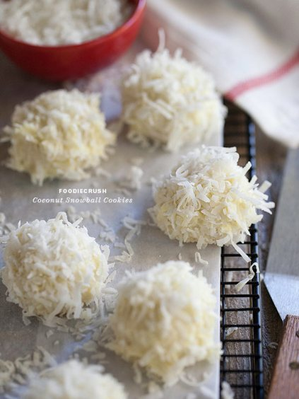 Coconut Snowball Cookies || FoodieCrush