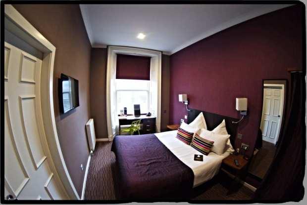 bedroom carmelite hotel,aberdeen