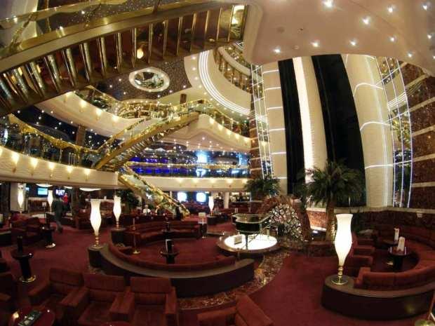 MSC Splendida - grand entrance