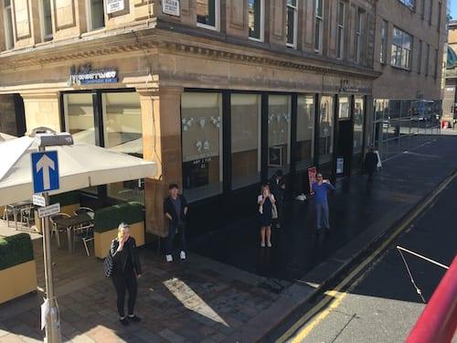 Glasgow foode explorers food travel blog Trading_House_Glasgow_Crowd