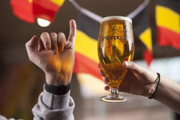Heverlee beer pinkie