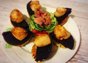 Scallop and black pudding salad 5pm Christmas