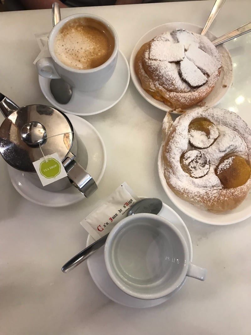 Palma - ensaimadas and coffee