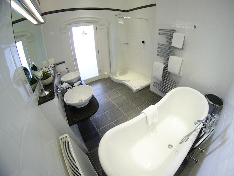 The Headland Hotel - bathroom