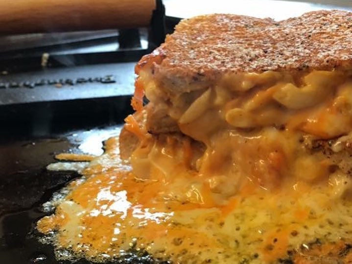 The Big Feed glasgow foodie explorers Mac and cheese sandwich