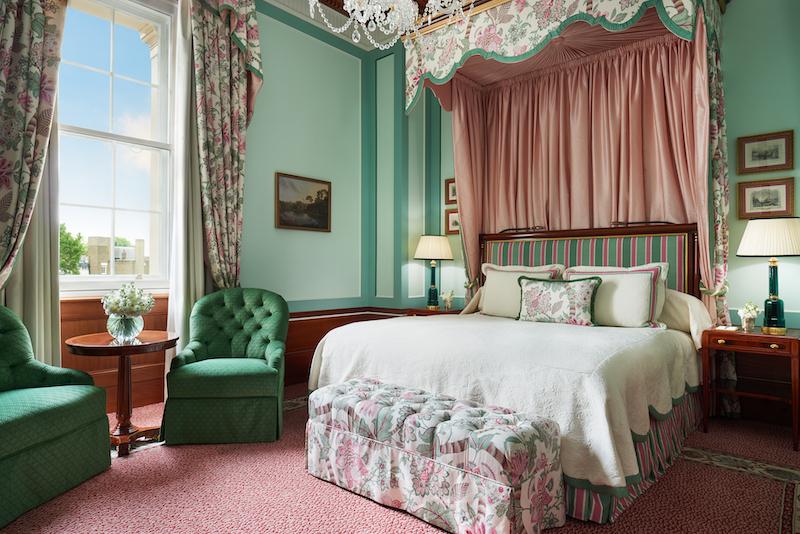 The-Lanesborough-Executive-Room-204_1113