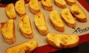 Gegrild bruschetta brood it de oven