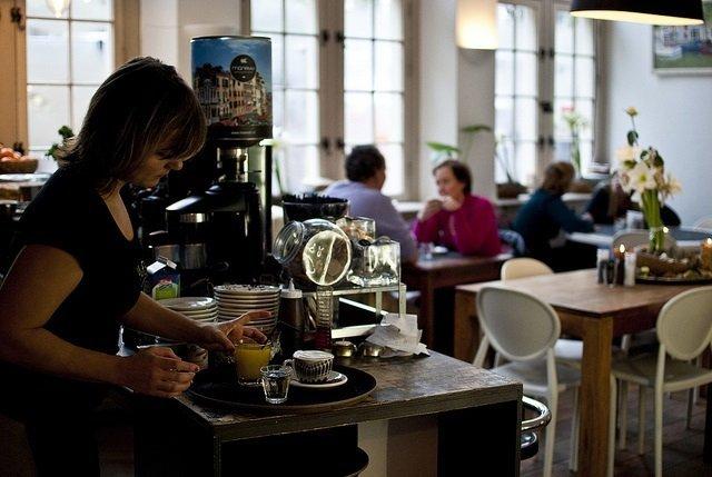 lekkere koffie drinken in haarlem bij hofje zonder zorgen