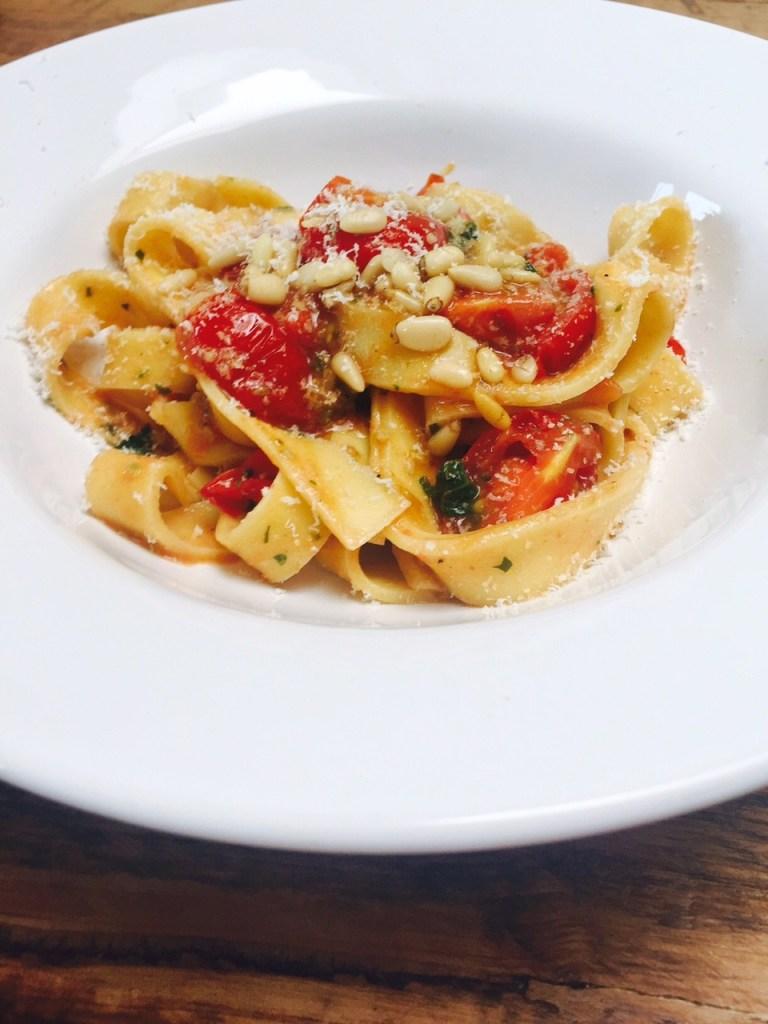 Pasta met frisse cherrytomaatjes recept van receptblog Foodinista