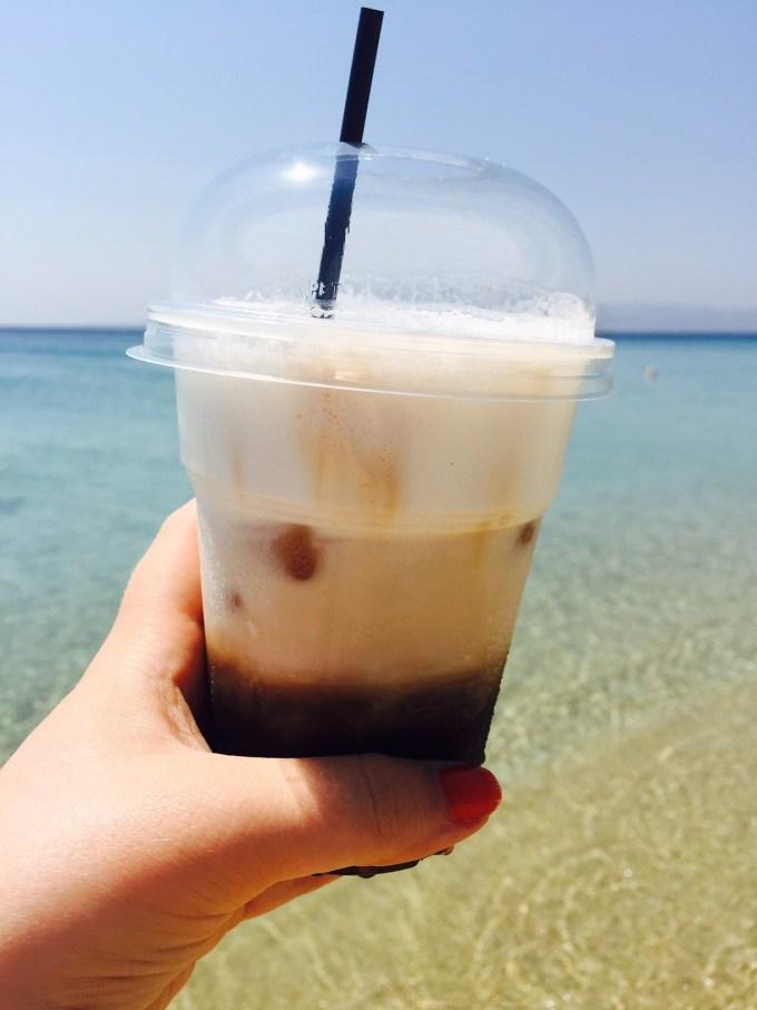 Capuccino Frappe stranddrankje Foodie in Naxos Griekenland