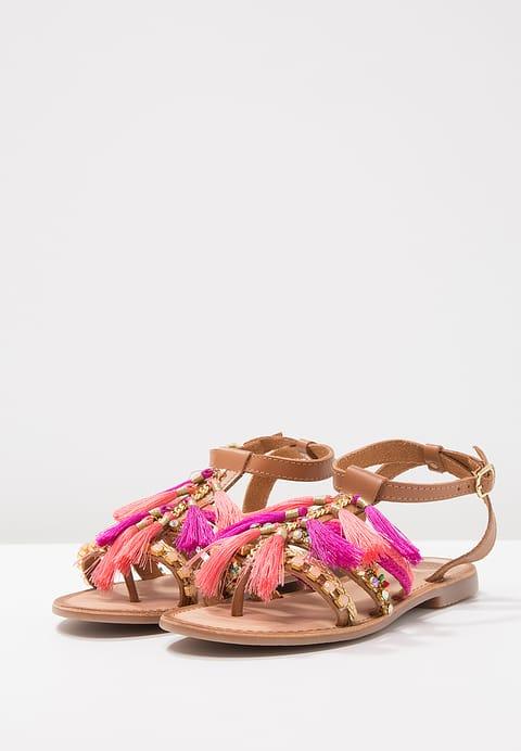 Zomerse sandalen met kwastjes roze en goud shoptips van blogger Foodinista