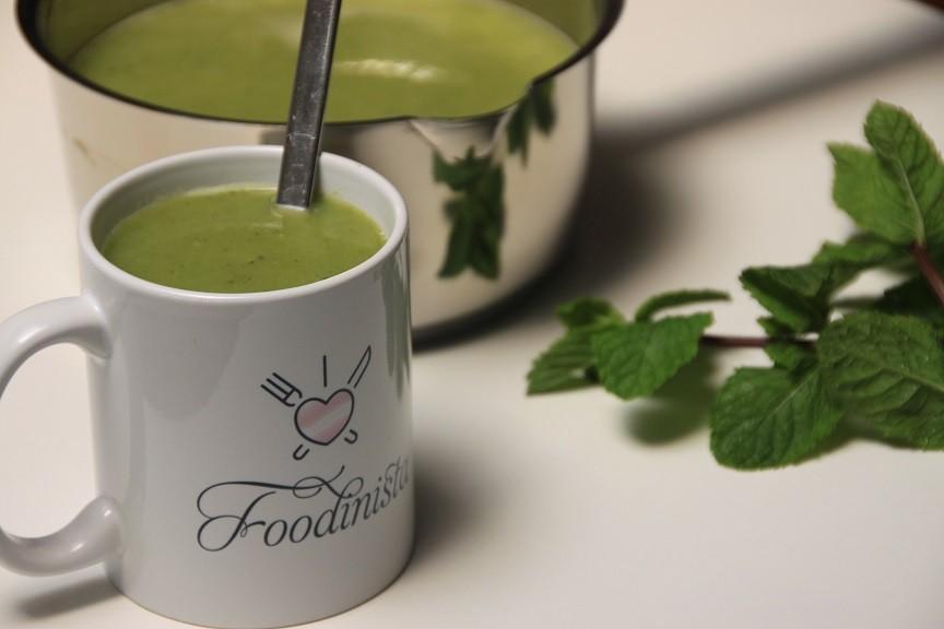 Zomerse erwtensoep met munt en courgette recept foodblog Foodinista