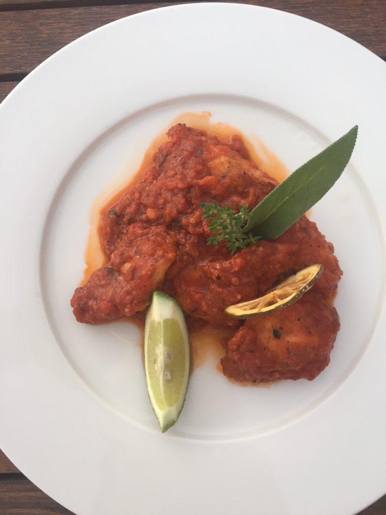 Tajine hoofdgerecht Hyatt restaurant Marokko Thagazout Bay