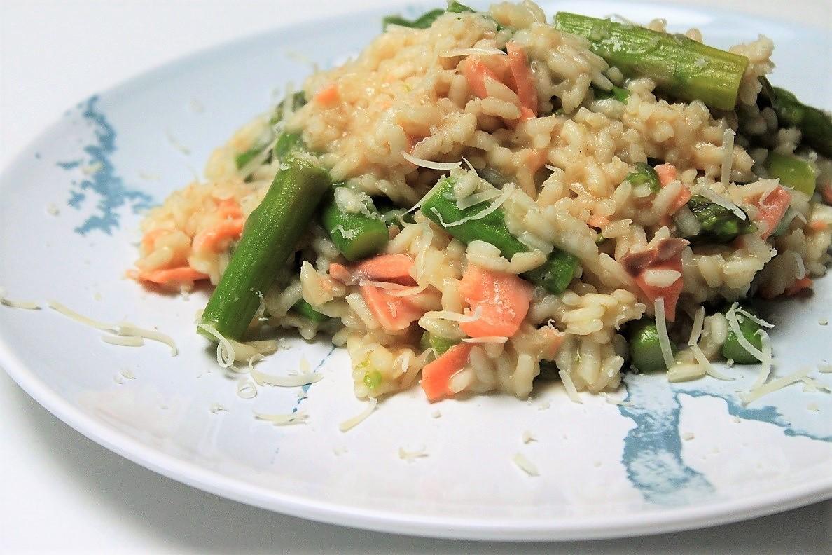 Risotto met groene asperges en zalm recept van Foodblog Foodinista