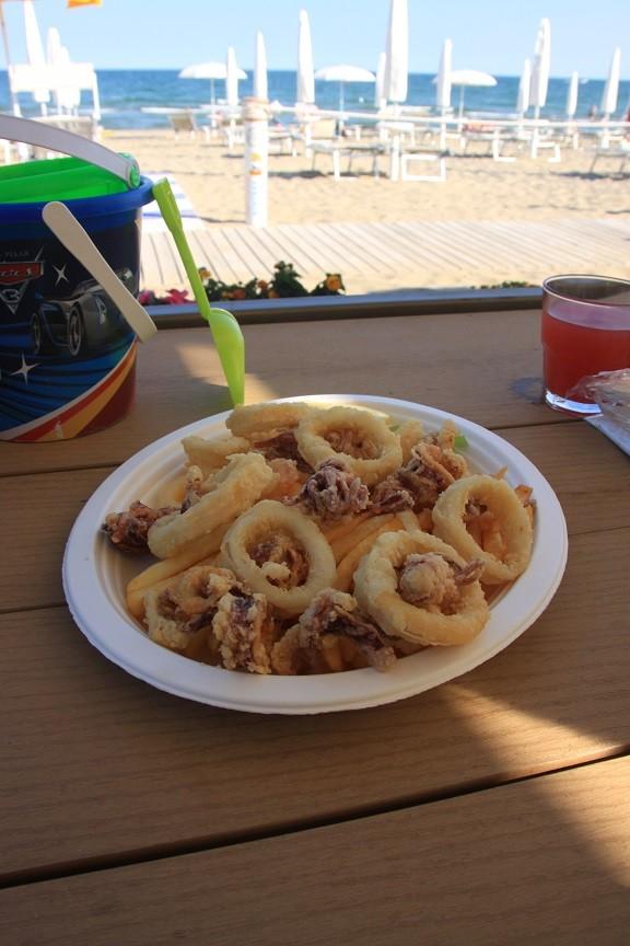 Eten aan het strand bij Beachclub Portofelice Adriatische kust reistips Foodinista