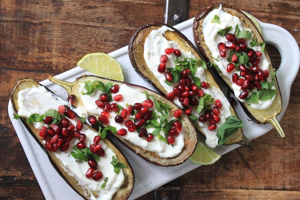 geroosterde aubergine met granaatappel, Griekse yoghurt en munt recept Foodblog Foodinista