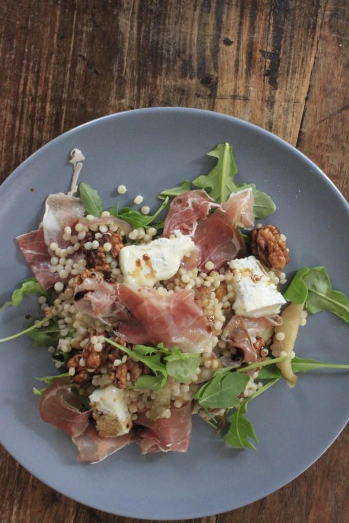 Pasta met walnoten, peer, Italiaanse ham en gorgonzola recept van Foodblog Foodinista