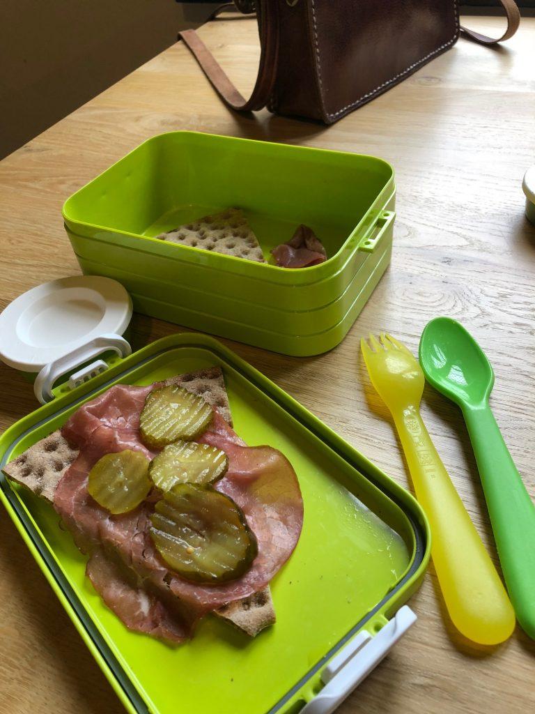 Mealprep lunch crackers mt rookvlees en zuur Foodblog Foodinista