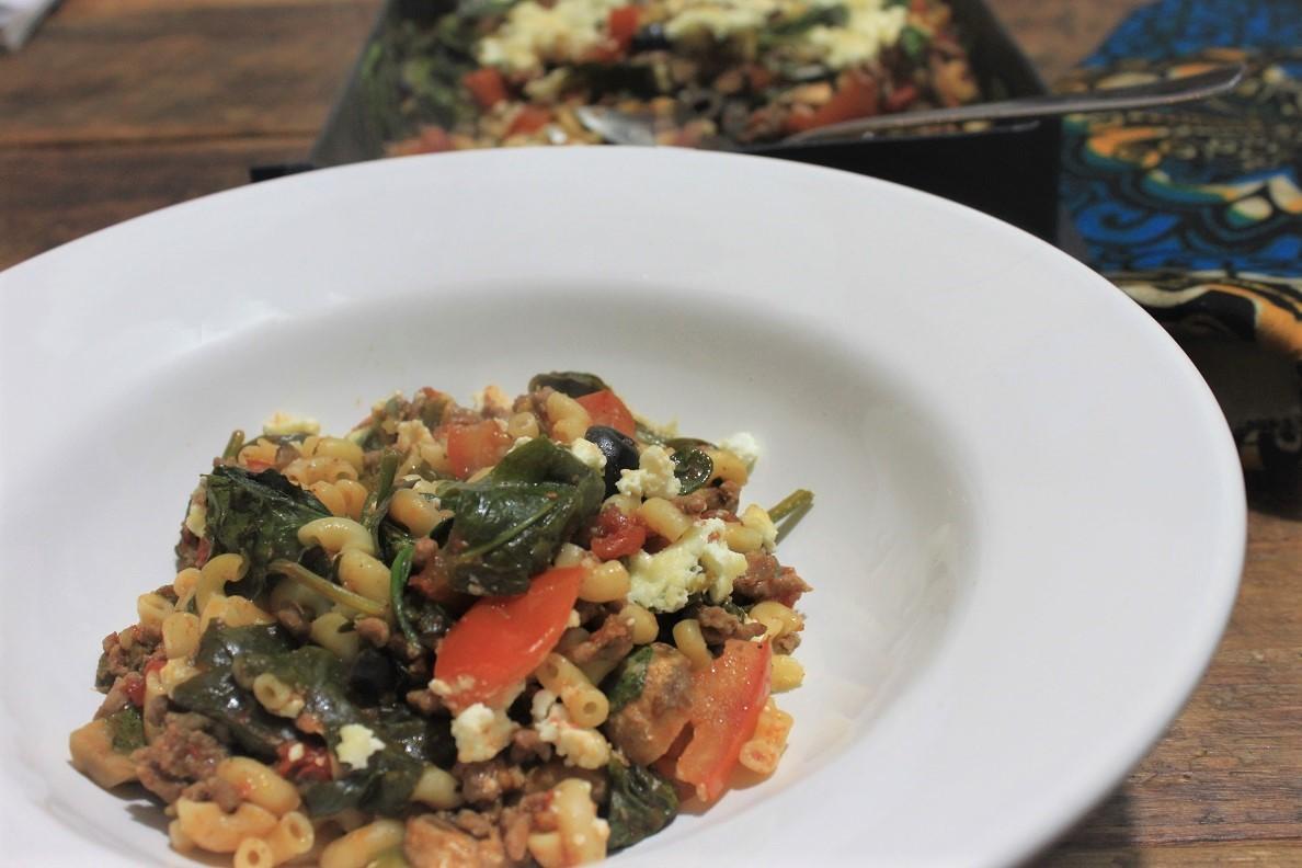 Gezonde pastaschotel met spinazie, gehakt, tomaat en hutenkäse uit de george foreman Grill Foodblog Foodinista