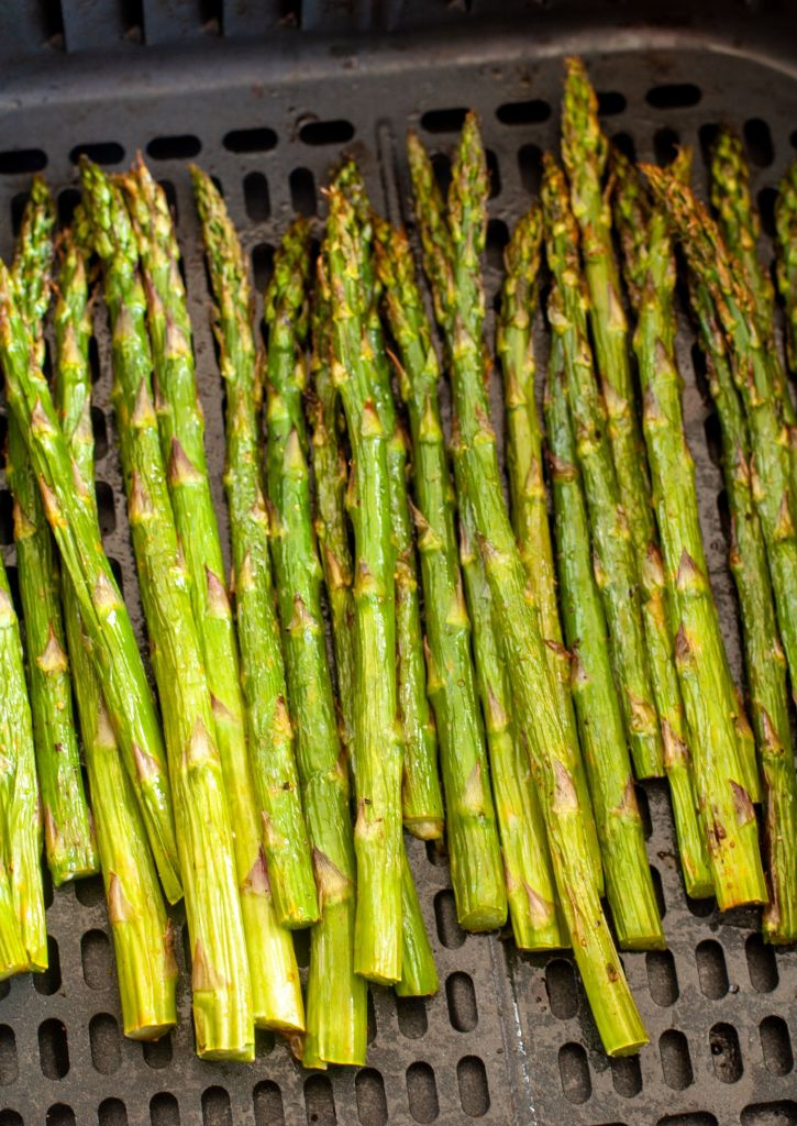 roasted asparagus in air fryer basket